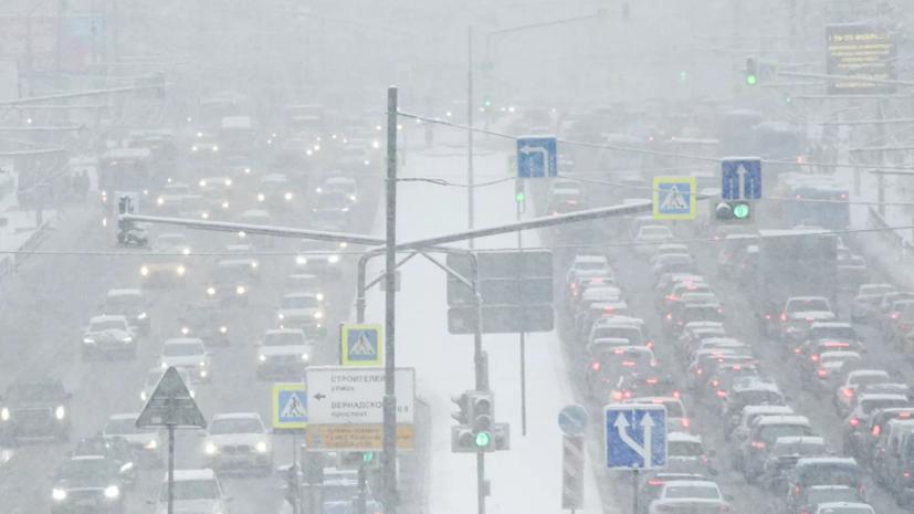 В ЦОДД посоветовали водителям в Москве пересесть на общественный транспорт