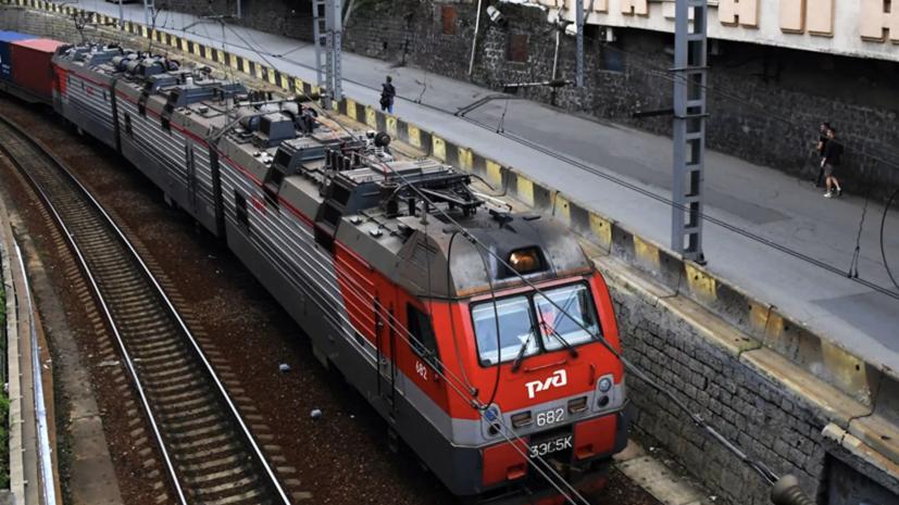 В Югре мужчина попал под поезд на станции