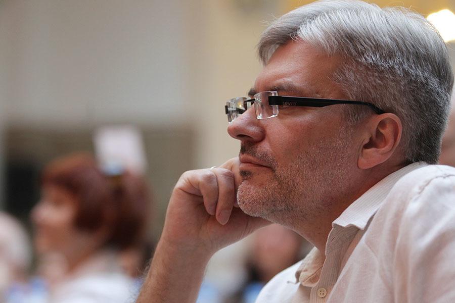 «Писательство — это не навсегда»: Евгений Водолазкин — о лауреатах Нобелевки, любви к чтению и творческом кризисе