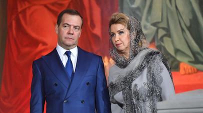 Медведев с супругой приехали в храм Христа Спасителя на богослужение