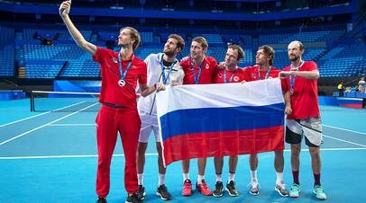 Теннисисты сборной России и тренер команды Марат Сафин