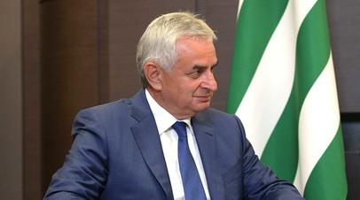 Лидер Абхазии обсудил с замсекретаря СБ России ситуацию в республике