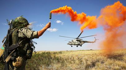 Военнослужащий РФ во время тактических учений