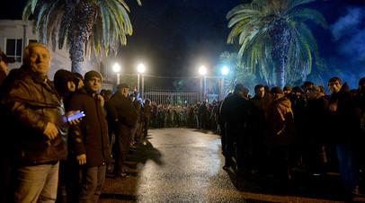 Политическое решение: президент Абхазии ушёл в отставку