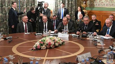 Министр иностранных дел РФ Сергей Лавров и министр обороны РФ Сергей Шойгу во время встречи глав МИД и Минобороны России и Турции