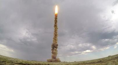 Испытательный пуск новой противоракеты системы ПРО на полигоне Сары-Шаган в Казахстане
