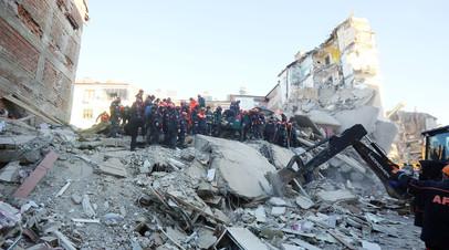 «Подземные толчки были очень сильными»: при землетрясении в Турции погибли более 20 человек