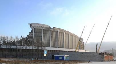 В Петербурге при демонтаже спортивного комплекса обрушилась крыша