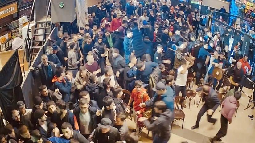 На турнире по ММА в московском ТЦ состоялось массовое побоище