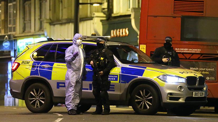 «Инцидент, связанный с терроризмом»: в Лондоне неизвестный мужчина напал на прохожих