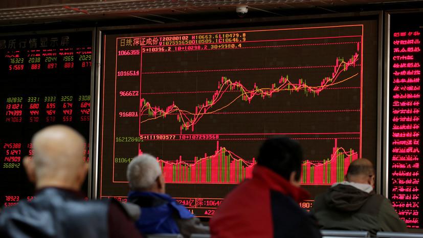 Китайские биржи открылись обвалом на 8%