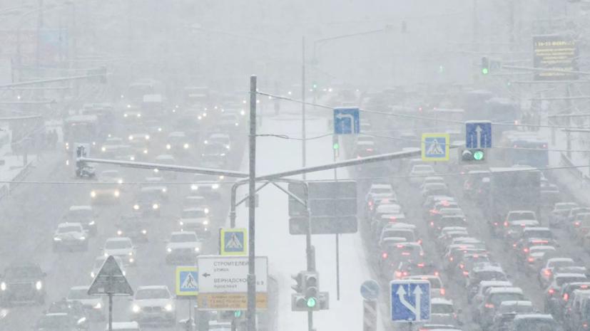 Водителей в Москве призвали к осторожности на дорогах