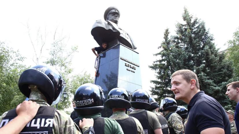 На Украине отказались признавать бюст Жукова памятником