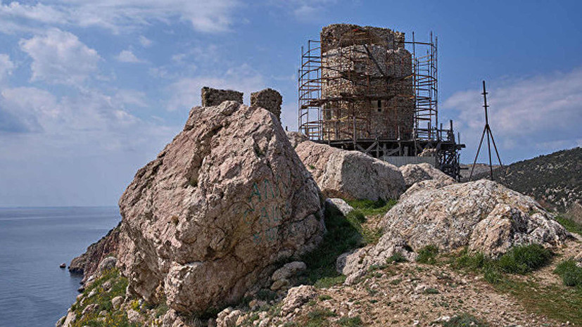 На территории генуэзской крепости в Крыму нашли средневековый оружейный арсенал
