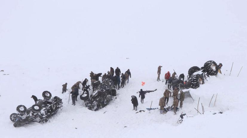 Число погибших при сходе лавины на востоке Турции возросло до 33