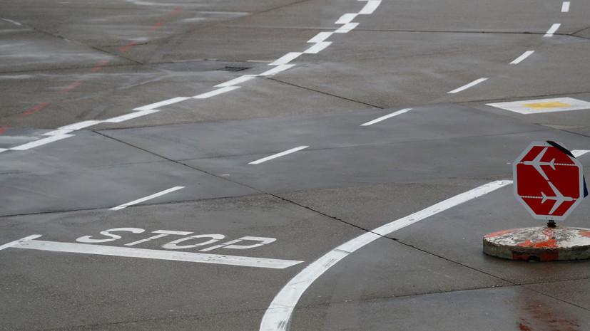 В аэропорту Стамбула самолёт выехал за пределы ВПП и загорелся
