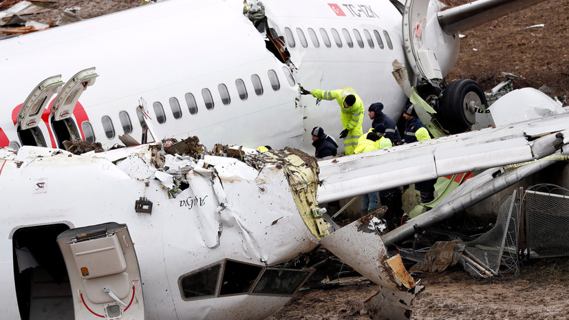 Boeing 737-800 Pegasus Airlines развалился начасти при посадке вСтамбуле