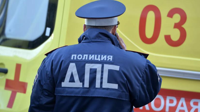 В Кузбассе в ДТП попал автомобиль с детской хоккейной командой