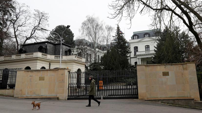 Площадь перед посольством России в Праге могут назвать в честь Немцова