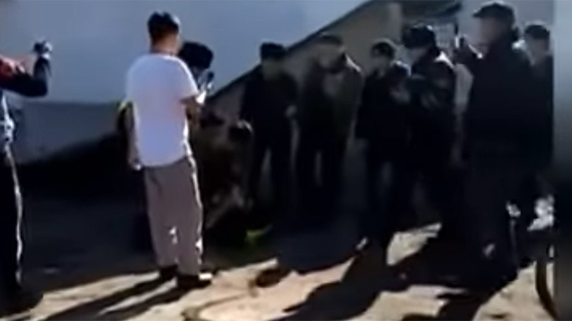 В Киргизии госпитализировали 10 пострадавших при драке в Казахстане
