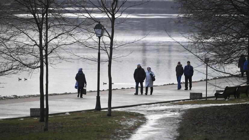 Синоптики заявили о сохранении погодных аномалий в выходные в Москве