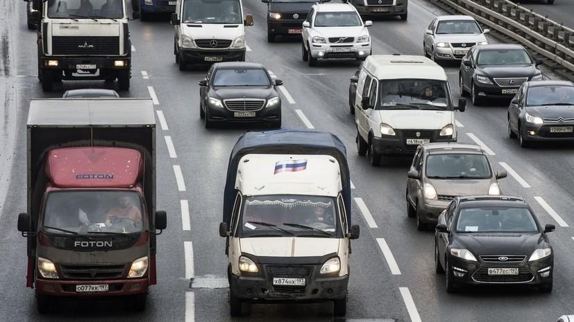 В ЦОДД призвали водителей в Москве к осторожности из-за сильного ветра