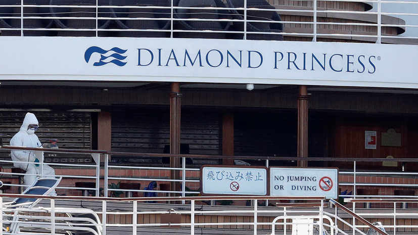 Первые пассажиры лайнера Diamond Princess сошли на берег