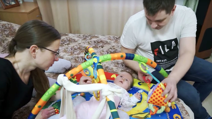 «Смотреть, как умирают дети, невозможно»: семью, собирающую 160 млн рублей на лекарство от СМА, вызвали в СК
