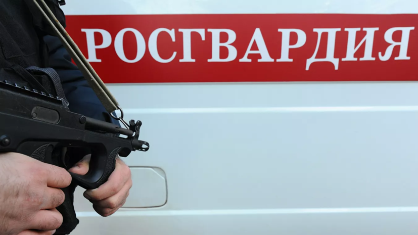 В Перми сотрудник Росгвардии спас провалившихся под лёд детей