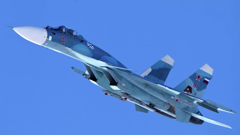 Истребители Су-33 провели тренировочные бои над Баренцевым морем