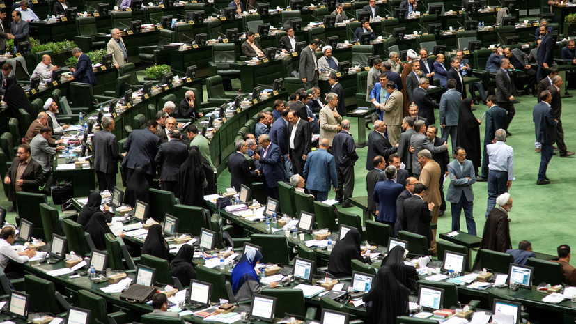 Пятеро депутатов парламента Ирана заразились коронавирусом
