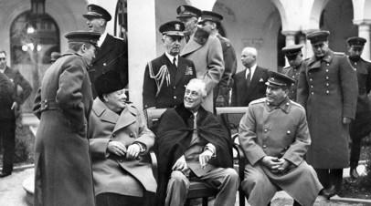 Британский премьер Уинстон Черчилль, президент США Франклин Рузвельт и глава СССР Иосиф Сталин