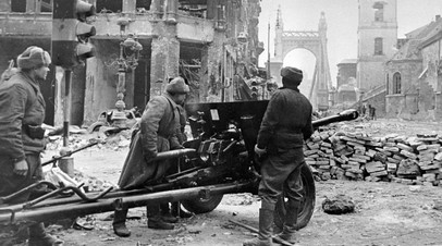 Артиллерийский бой на одной из улиц Будапешта