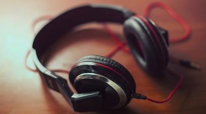Эксперт оценил идею запретить пассажирам общественного транспорта слушать музыку без наушников