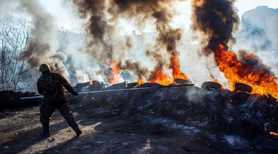Сторонник радикальной оппозиции на Институтской улице