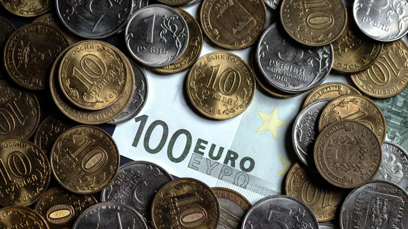 Курс евро поднялся до 75 рублей впервые с марта 2019 года