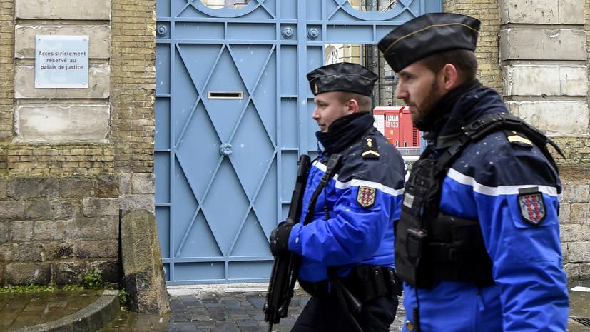 Во Франции задержали мужчину, взявшего в заложники женщину и детей
