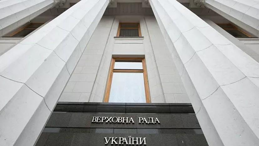 В Раде стороннику Порошенко попытались заткнуть рот медицинской маской