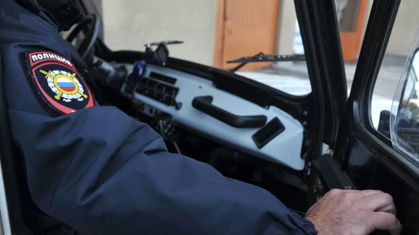В Москве группа мужчин обстреляла автосалон и сожгла десять машин