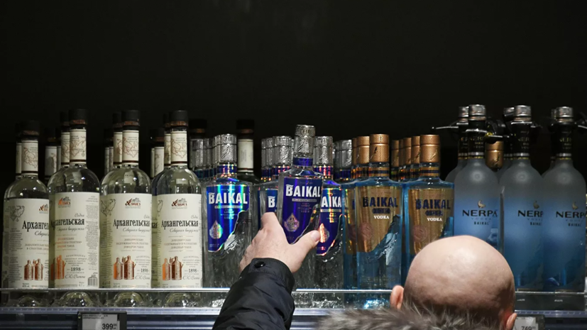 В Минздраве заявили об опасности лечения коронавируса алкоголем