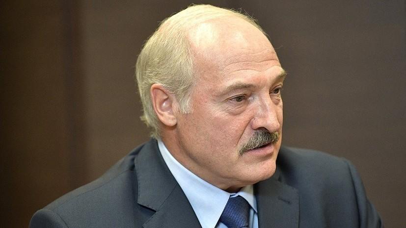 Лукашенко заявил, что не прячется от коронавируса