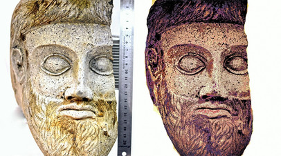 Графическая реконструкция окраски античной терракоты. Справа — реконструированный вариант