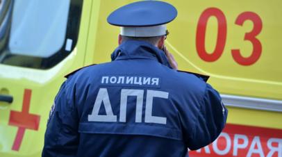 При наезде микроавтобуса на столб в Москве пострадали шесть человек