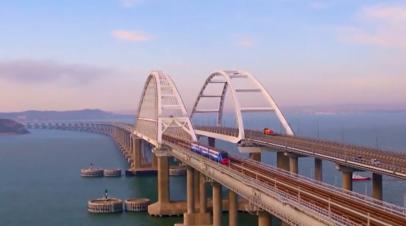 Первый рельсовый автобус проехал по Крымскому мосту — видео