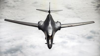 Бомбардировщик B1-Lancer над Южно-Китайским Морем