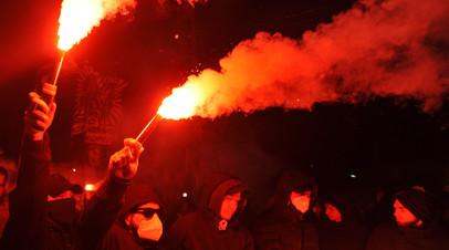 Радикалы выстрелили из ракетницы по посольству России в Киеве
