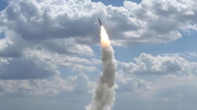 Запуск ракеты из зенитно-ракетного комплекса. Архивное фото