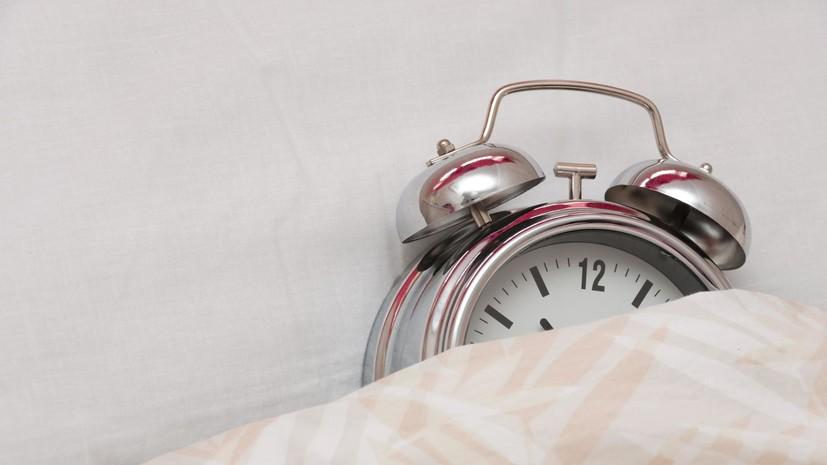 Врач рассказал о пользе отказа от будильника в период самоизоляции