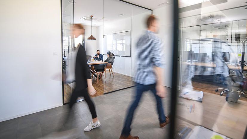 «Незаконные попытки»: как некоторые компании вынуждают сотрудников выходить на работу в нерабочую неделю