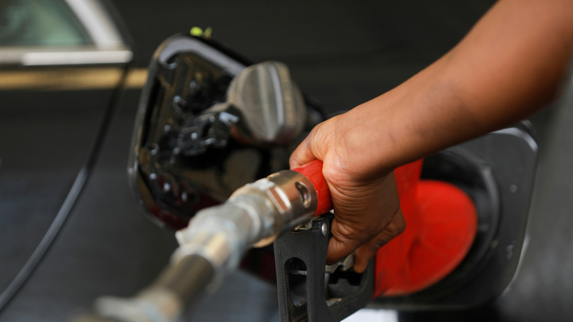 РБК: правительство планирует ввести запрет на импорт дешёвого бензина